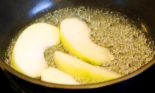 Как карамелизировать яблоки на сковороде