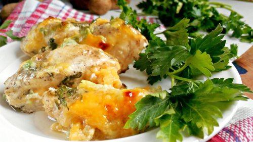 Куриная грудка в сметанном соусе на сковороде