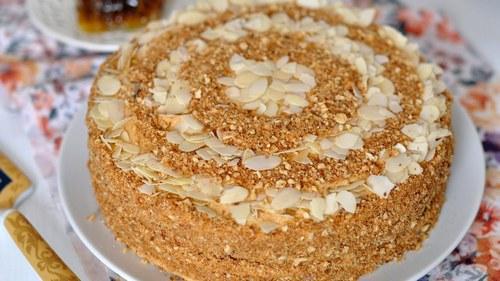 Как приготовить медовый торт на сковороде
