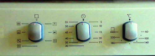 Выставляйте средний уровень температуры нагрева духовки
