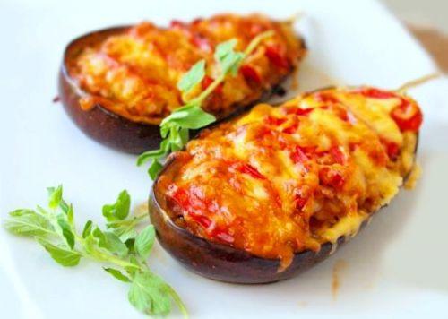 Запеченные синенькие баклажаны в духовке с сыром и помидорами