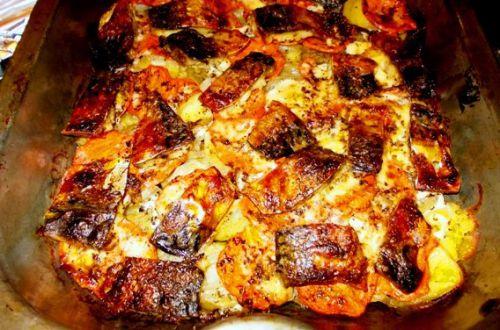 Скумбрия с картошкой в духовке - это очень вкусное и питательное блюдо