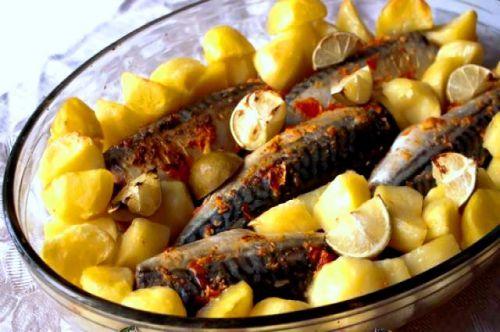 Маринованная скумбрия с овощами и картофелем