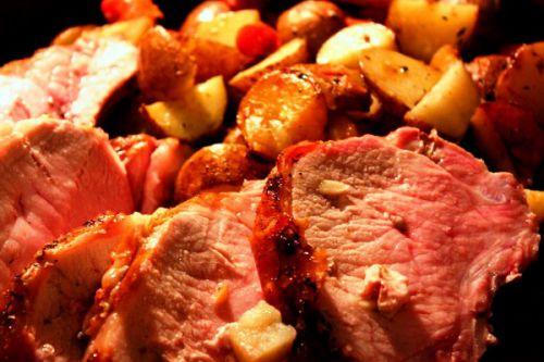 Свиная шейка, запеченная с картошкой