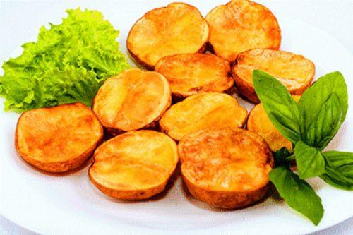Рецепт полезного печеного картофеля пластинками