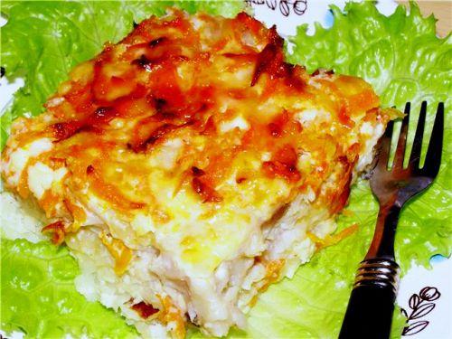 Минтай, запеченный с овощами и картошкой