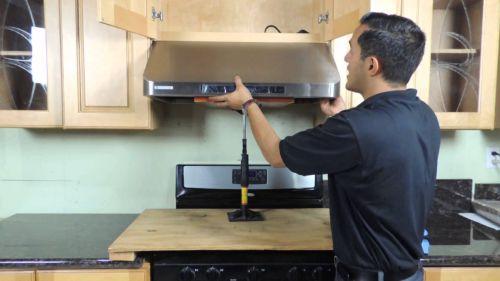 Установка вытяжки в квартире на кухне