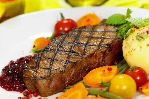Антрекот из говядины на сковороде